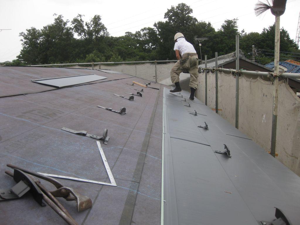 ガルバリウム鋼板屋根設置開始